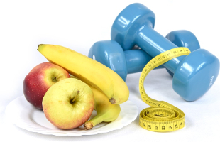 marcel_schade_personal_training_ernaehrung_nutrition_weight_loss_banane_obst_hanteln